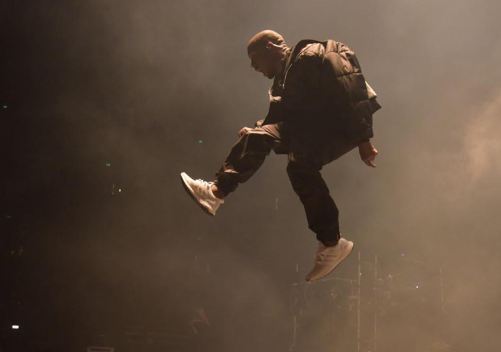 kanye-performs-in-adidas-ultra-boost-1